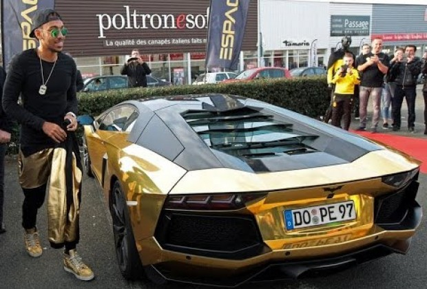 Aubameyang shows off his metallic car collection www for Garage la belle auto