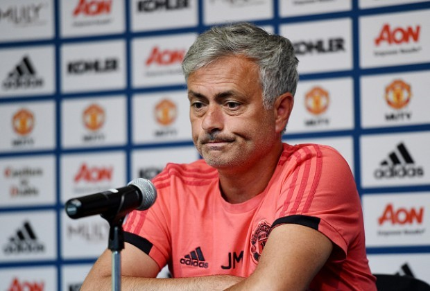 Manchester United's Ander Herrera defends Jose Mourinho after criticism