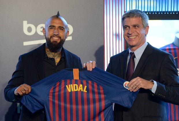 Arturo Vidal arrives at Barcelona aiming to 'win all the trophies available'